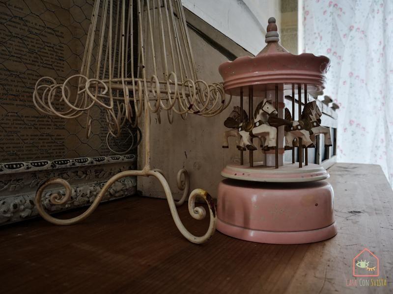 Camera Ragazza Carillon
