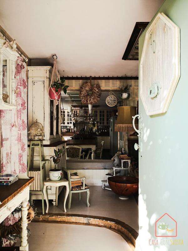 Casa Shabby Chic Porta e ingresso vista cucina