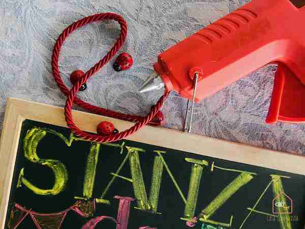 Chalkboard playroom diy colla a caldo