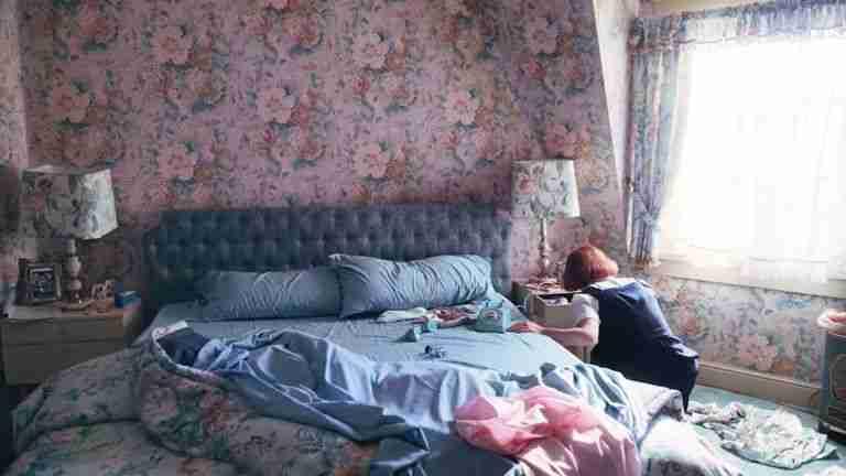 regina-scacchi-netflix-interni-camera-genitori