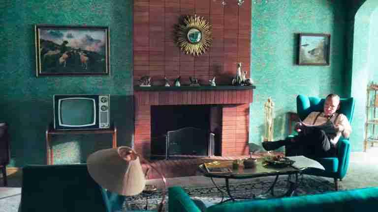 regina-scacchi-netflix-interni-salotto-casa