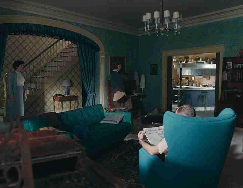 regina-scacchi-netflix-interni-salotto-cucina