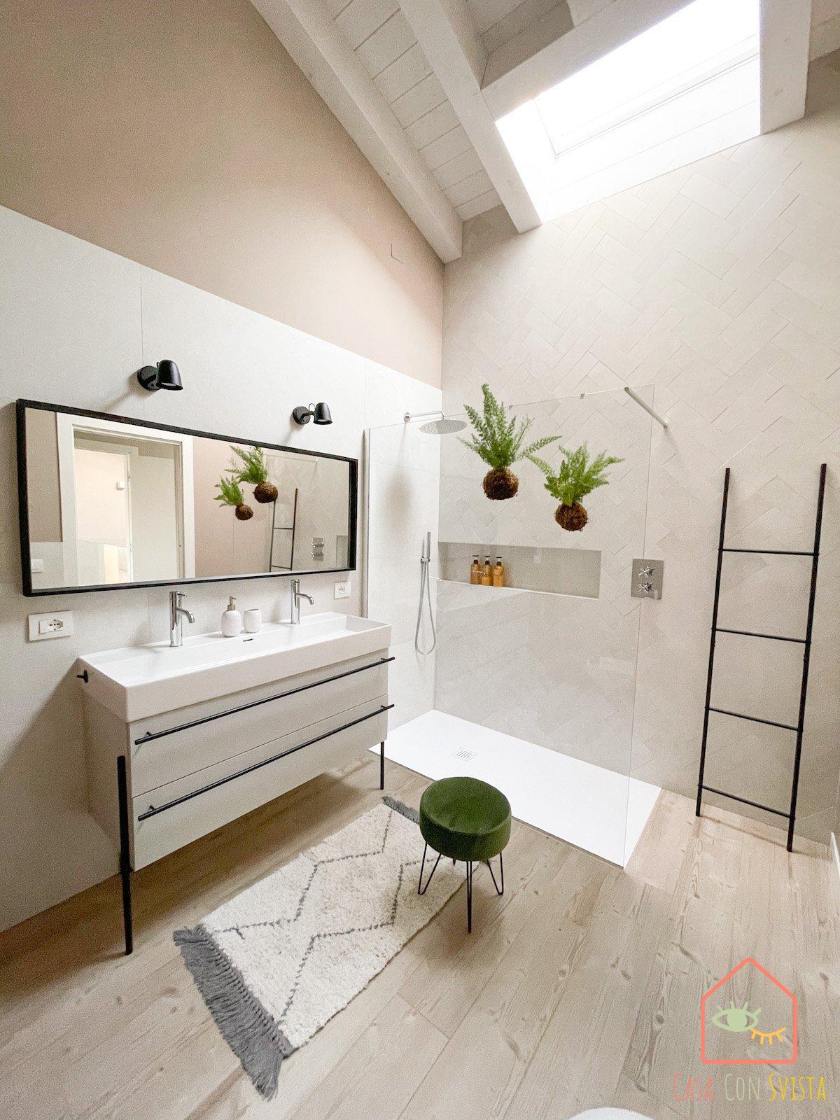 bagno-padronale-casa-verde-salvia