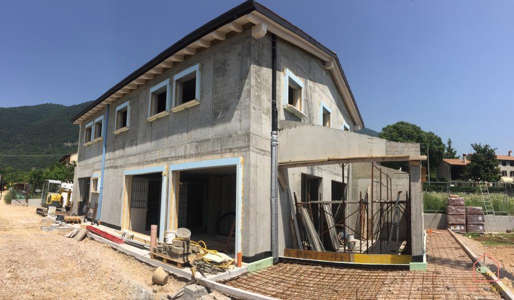 casa-verde-salvia-esterno-costruzione
