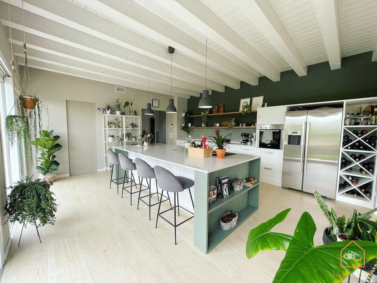 cucina-isola-casa-verde-salvia