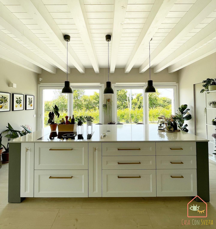 isola-cucina-centrale-casa-verde-salvia